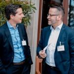 Arne Bergmann von Admeira unterhält sich vor der GV mit Tony Mandingorra von der APG