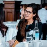 YP Corinne Vlcek geniesst die Kaffepause bei spannenden Gesprächen
