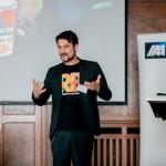 Arno Heinisch, CEO Rocket Beans TV rockt und begeistert das Publikum